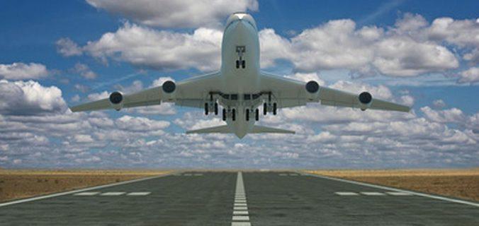 viaggi con tutta la famiglia aereo che decolla