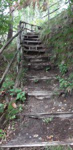 il sentiero da seguire er visitare le piramidi di terra di postalesio