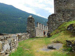 Visitare il Parco delle Incisioni Rupestri di Grosio, i resti dei castelli