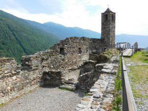 Visitare il Parco delle Incisioni Rupestri di Grosio, il castello posto accanto alla rupe magna
