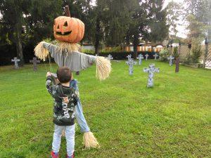 spaventapasseri ad Aquaneva a Halloween