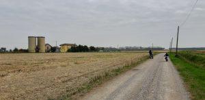 In bici nel parco agricolo sud milano: una cascina