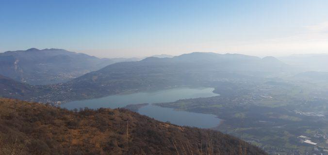 Panorama sui laghi brianzoli durante l'escursione sul Monte Cornizzolo