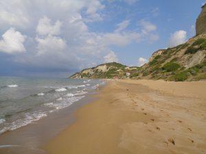 cose da fare a Corfù coi bambini: stare in una spiaggia deserta