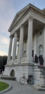 Visitare Como a Natale: tempio voltiano