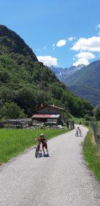 Itinerari in bici ci bambini in Lombardia:la ciclabile della valchiavenna