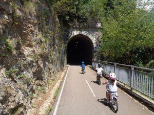 Itinerari in bici ci bambini in Lombardia: ciclabile della valbrembana
