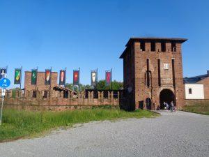 Itinerari in bici ci bambini in Lombardia:il castello visconteo a Legnano