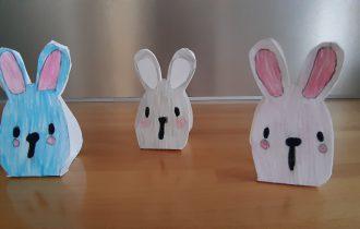 Decorare la tavola di Pasqua con un coniglietto segnaposto fai da te