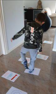 Gioco motorio per bambini da fare in casa