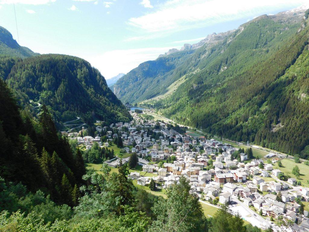 Trekking in Valchiavenna: Campodolcino vista dall'alto