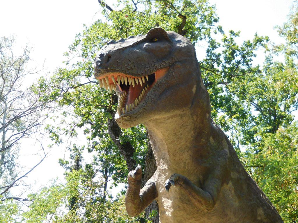 dinosauro del parco della preistoria